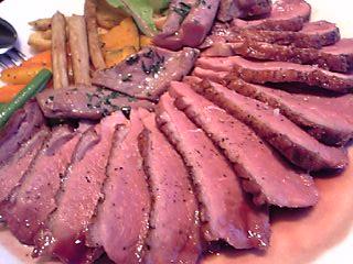 「仏産鴨胸肉のロティ フランボワーズヴィネガー風味」ヴィニュロン(福岡市)