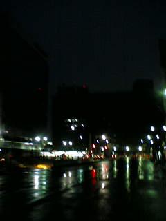 早朝の東京駅付近