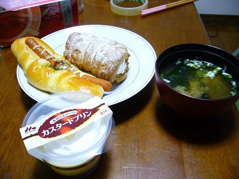 パンと味噌汁。