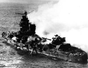 Sinking_of_japanese_cruiser_Mikuma_6_june_1942.jpg