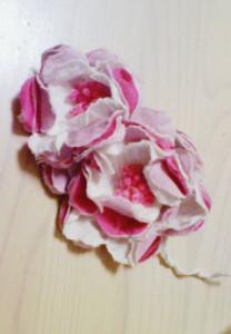 ピンクのコサージュ