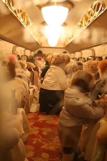 200805熱海くま電車内部