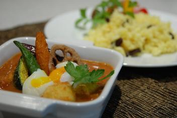 野菜たっぷりスープカレー、ターメリックライス