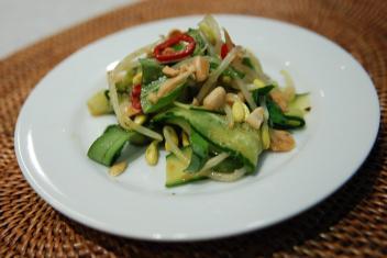 きゅうりとハーブのベトナムサラダ