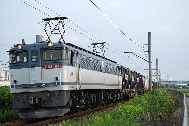 4084レ EF65-1075