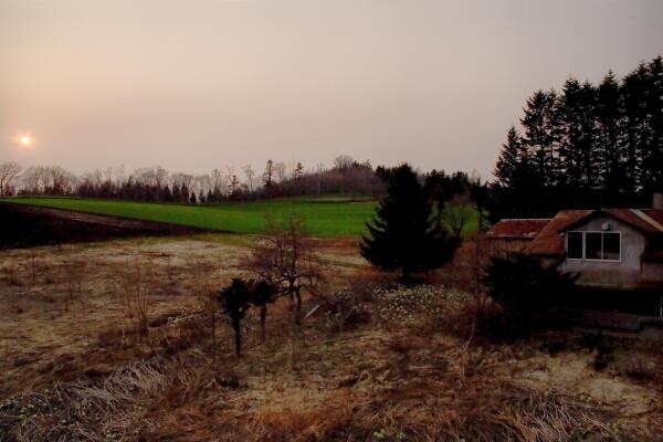 夕日と廃屋と