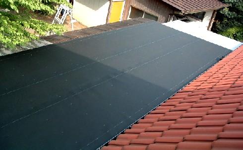 デッキぎゃらりー屋根防水の様子。