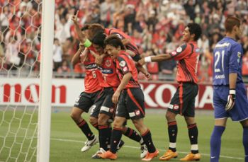 28 Apr 08 - Yoshiyuki gets mobbed