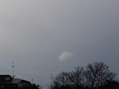 曇り空に雲ひとつ
