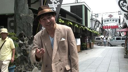 「帝釈天参道」で寅さんガイドの野口陽一さんとバッタリ