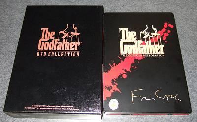 左が国内盤BOX、右が新譜の英国盤