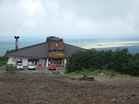 大雪山国立公園 十勝岳望岳台からレストハウスと美瑛方向を望む