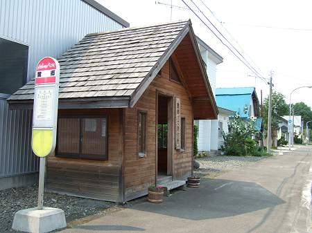 麓郷のバス停