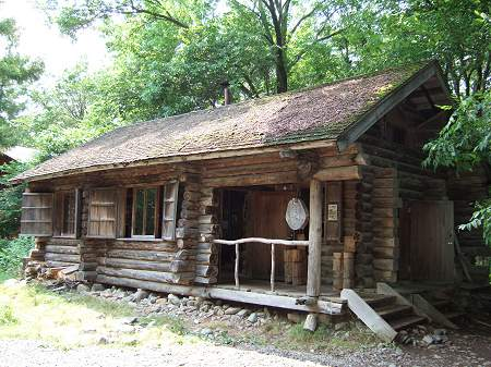 「麓郷の森」にある「黒板五郎の丸太小屋」(2番目の家)