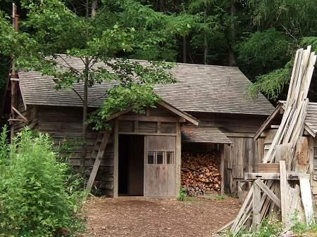 「五郎の石の家」にある「廃屋(最初の家)」