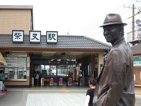 京成電鉄柴又駅と寅さんの銅像