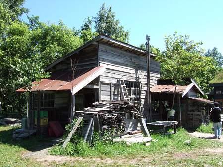 「拾って来た家-やがて町」にある4番目の家