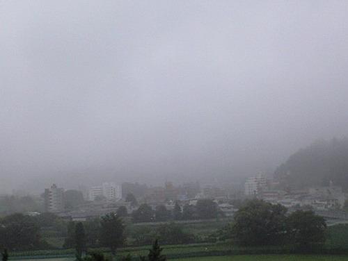 いまだ梅雨明けせず1