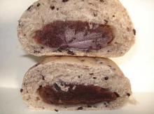 黒米あんパン断面