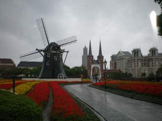 風車と花畑