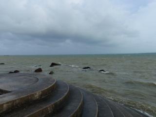 石垣市街の外れにあった海