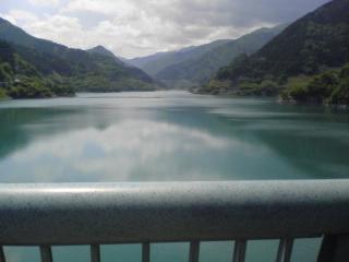 ダムは平和です