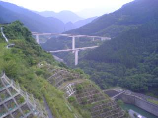 滝沢ダムからループ橋