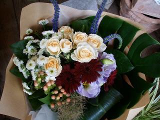サラとトルコキキョウの花束
