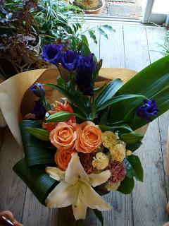 ファンデーションとクリスタルブランカの花束
