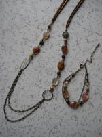 ガラスビーズのネックレスとブレス