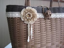 レース編みのコサージュ