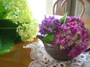 茶器と紫陽花