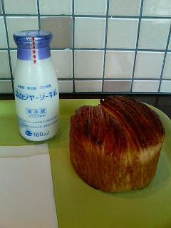 ちょー美味い牛乳とパン