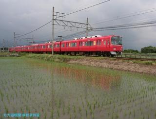 初夏 水面に映える名鉄電車 4