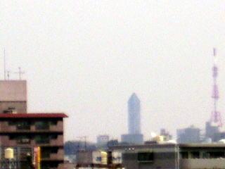 鉛筆のような塔が東山タワー