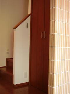 玄関すぐの階段ホール