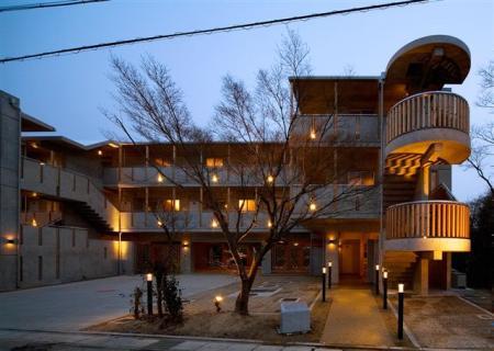 0031507木のマンション夜景_20080415141111