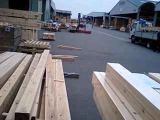 080625_1518~0002岩田邸杉柱、東海木材市場
