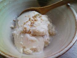 お豆腐のゴマアイス