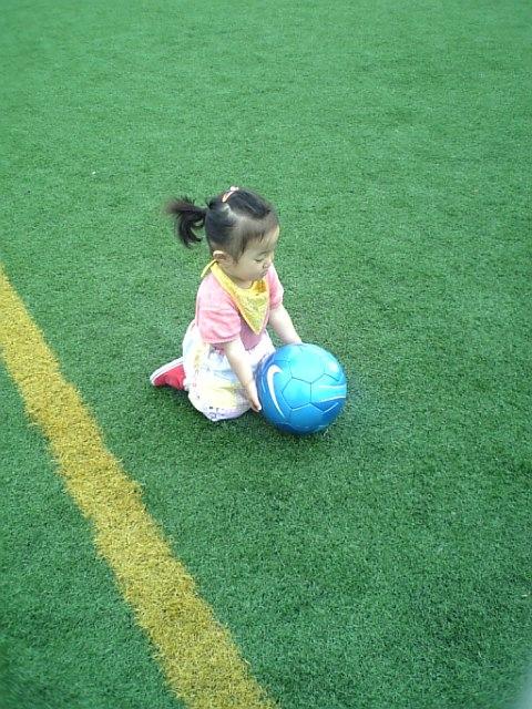 コユキ サッカー場で