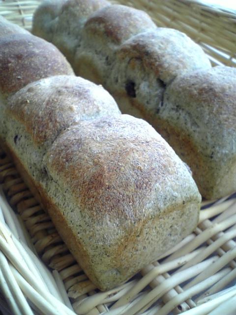 蓬と小豆のちぎりパン