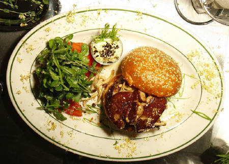 NYの18000円ハンバーガー