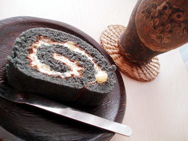黒米ロールケーキ
