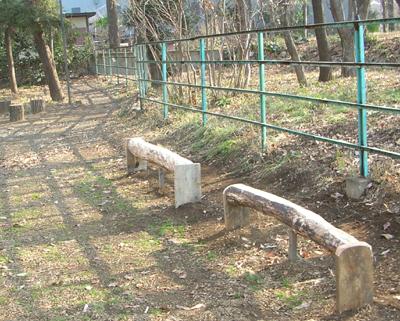 せせらぎ公園のベンチ