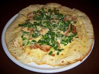 チキンと青ネギのピザ