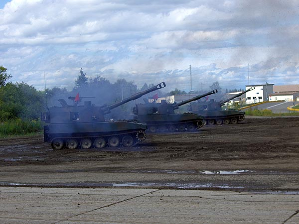 75式 自走155mm榴弾砲