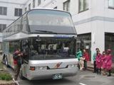 3月23日、大阪市交通局、「なつかし車両まつりin森之宮」に行ってきました。会場を入ったところにあったのは、もうすぐ引退の定期観光バス「にじ」号。
