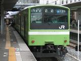 朝夕には、奈良~尼崎間の東西線経由直通快速が走ります。日中は、201系関西線色が、往復しています。