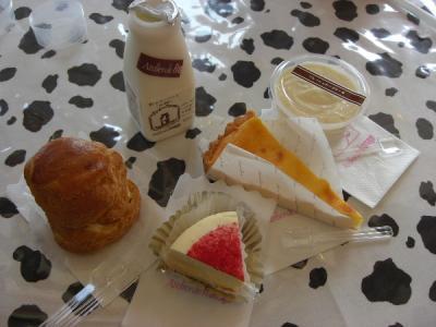 アトリエ・ド・フロマージュ 飲むヨーグルト 生チーズケーキ 焼きチーズケーキ ヨーグルトケーキ マスカルポーネのシュークリーム