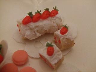 ミニチュア粘土 苺ロールケーキ